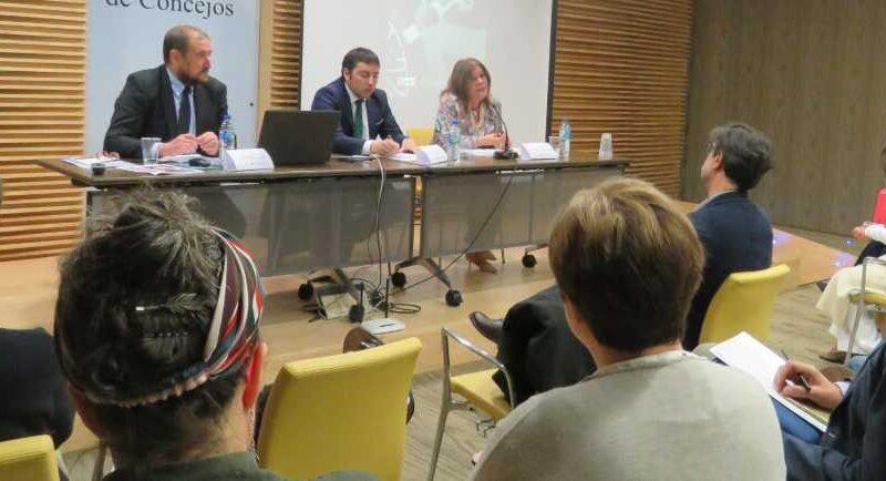 La FACC acoge la presentación de una guía para Entidades Locales sobre movilidad eléctrica