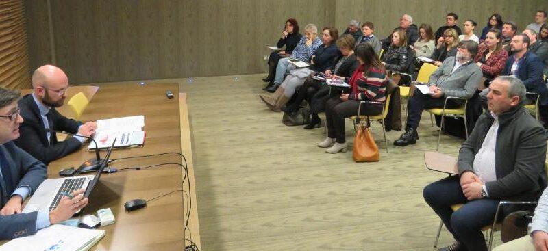 La FACC analiza el acceso a las telecomunicaciones en los concejos
