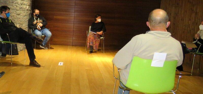 La FACC promueve el debate sobre la UE en el Club de Lectura de la Biblioteca de Moreda