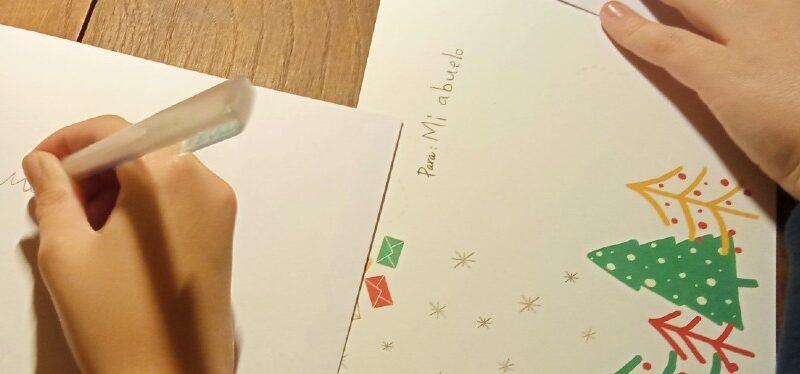La FACC promueve que 3.000 escolares envíen tarjetas de Navidad a personas usuarias de las residencias de mayores
